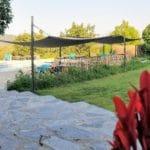 Accès la la piscine partagée des gîtes Vallespir