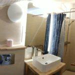 Salle de bain privative, identique dans les 2 premières chambres.