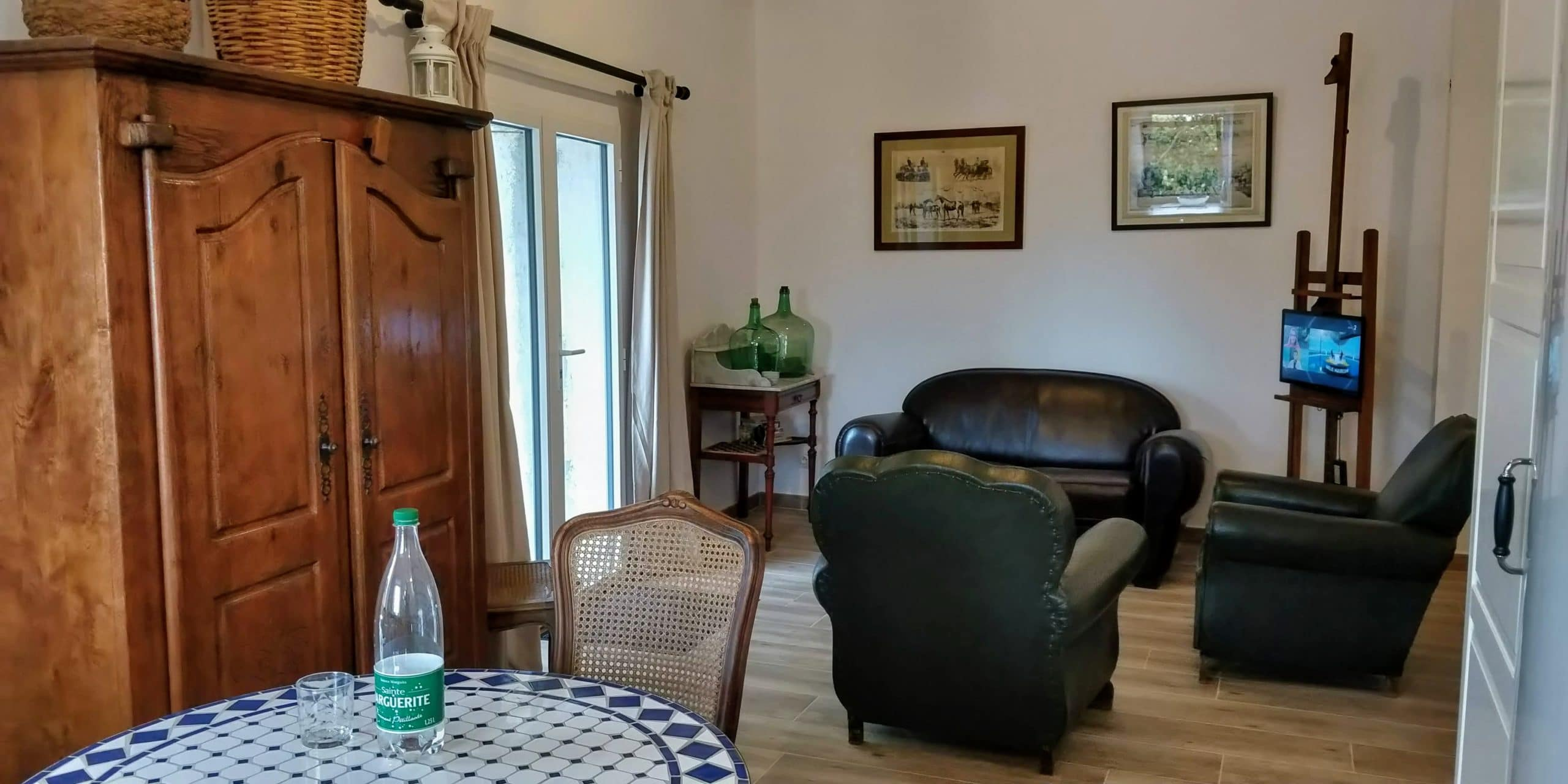 table et salon du séjour