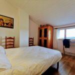 Chambre avec lit double de 140 avec salle d'eau privative