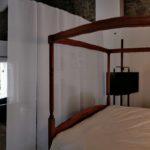 Dama Jana dans sa chambre et large accès au séjour